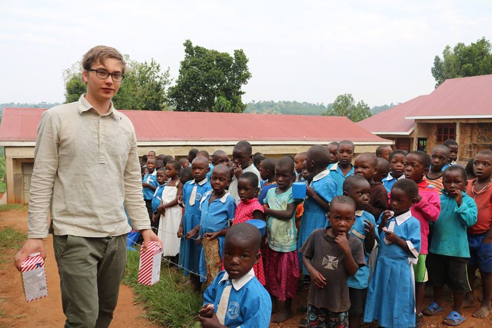 Young people from Finland, Sweden and Uganda construct a school building in Uganda